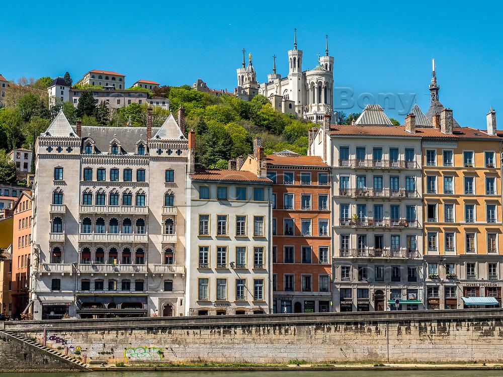 Maison Blanchon (g) - Bord de Saone - Pierre Bossan<br /> Batie dans un style a la fois mauresque, medieval et militaire. <br /> Pierre Bossan est egalement l architecte de l eglise St Georges et de la basilique de Fourviere.