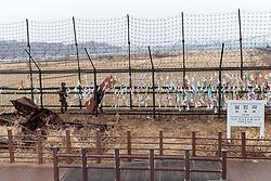 THEMENBILD - Die demilitarisierte Zone (DMZ) ist eine entmilitarisierte Zone. Sie teilt die Koreanische Halbinsel in Nord- und Südkorea und wurde nach dem drei Jahre dauernden Koreakrieg im Jahre 1953 eingerichtet. Die DMZ ist 248 Kilometer lang und ungefähr vier Kilometer breit. In ihrer Mitte verläuft die Militärische Demarkationslinie (MDL), die Grenze zwischen Nord- und Südkorea. Die DMZ wird von der aus Vertretern beider Seiten bestehenden Waffenstillstandskommission MAC (von engl. Military Armistice Commission) verwaltet. Das Betreten der DMZ ohne Genehmigung der Waffenstillstandskommission ist beiden Seiten grundsätzlich untersagt. Hier im Bild Südkoreanische Soldaten an der Friedensbrücke. Aufgenommen am 28. Februar 2018 // The Korean Demilitarized Zone (DMZ) is a strip of land running across the Korean Peninsula. It is established by the provisions of the Korean Armistice Agreement to serve as a buffer zone between the Democratic People's Republic of Korea (North Korea) and the Republic of Korea (South Korea). The demilitarized zone (DMZ) is a border barrier that divides the Korean Peninsula roughly in half. It was created by agreement between North Korea, China and the United Nations in 1953. The DMZ is 250 kilometres (160 miles) long, and about 4 kilometres (2.5 miles) wide. In the Picture: Freedom Bridge. DMZ on 28th February 2018. EXPA Pictures © 2018, PhotoCredit: EXPA/ Johann Groder