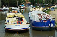 France, Languedoc-Roussillon, Aude (11), Le Somail, Canal du Midi, classe Patrimoine Mondial de l'UNESCO, port fluviale // France, Languedoc-Roussillon, Aude (11), city of Le Somail, Canal du Midi, river harbour