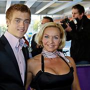 NLD/Tilburg/20101010 - Inloop musical Legaly Blonde, Marisca van Kolck en zoon Christopher