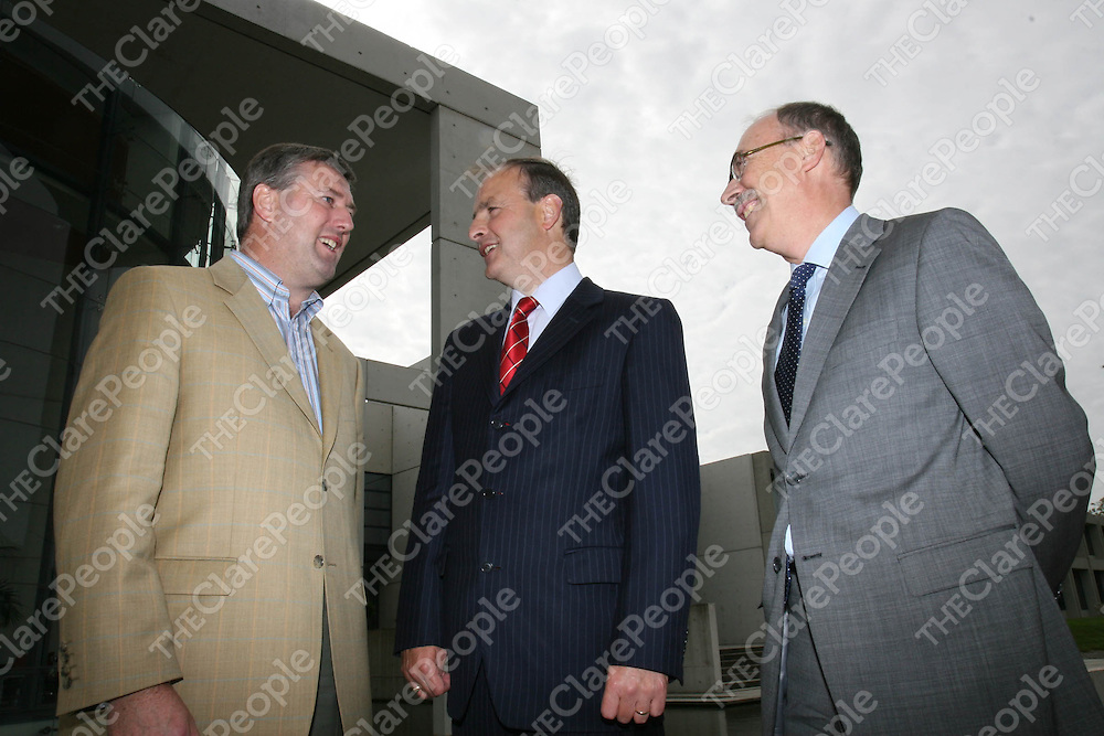 Pictured at the 2006-2007 Leadership 4 Growth Programme at the IMI Sandyford are, from L to R: Sean Keenan, CEO of Multis Ltd., Minister for Enterprise, Trade and Employment, Miche‡l Martin, T.D. and Pat Maher, Executive Director of Enterprise Ireland.<br />Ê