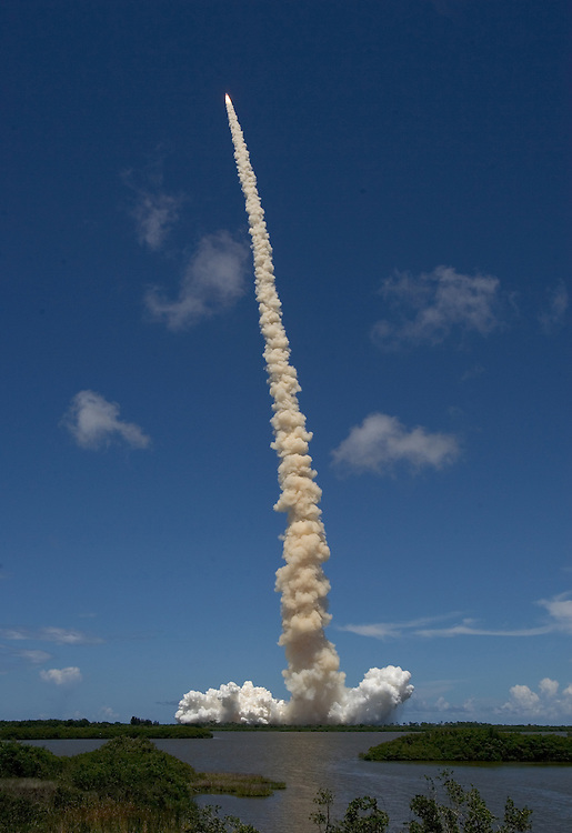 Space Shuttle Discovery launch, STS-121..Discovery clears launch pad 39B at Kennedy Space Center on the way to the International Space Station on Tuesday, July 4, 2006.