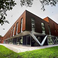 Nederland, Amsterdam, 11 juli 2014.<br />  Bestuur vanAltra College Bleichrodt op het AMC terrein in Zuid Oost is niet blij met de plannen voor de komst van een Jelinek kliniek naast de school.<br /> Foto:Jean-Pierre Jans
