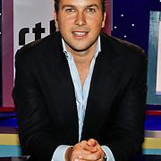 NLD/Hilversum/20100819 - RTL perspresentatie 2010, Winston Gerstanowitz in het decor van RTL Boulevard