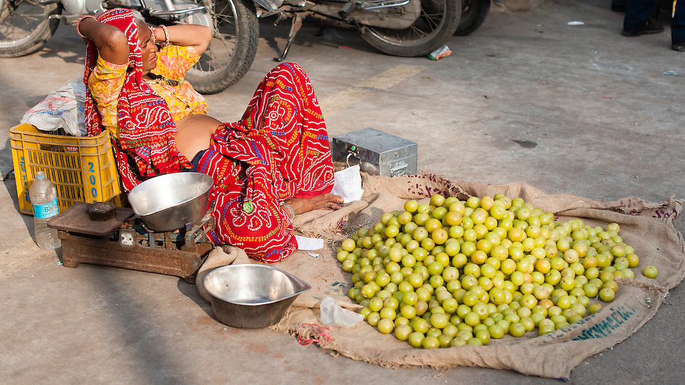Women selling vegetables at street market (India)