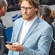 NLD/Amsterdam/20150714 - Filmpremiere de Reunie, Gijs Naber telefonerend