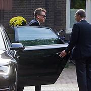 NLD/Laren/20130102 - Uitvaart John de Mol Sr., aankomst Johnny de Mol