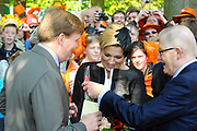 KONINGINNEDAG 2009 in Apeldoorn / Queensday 2009 in the city of Apeldoorn.<br /> <br /> Op de foto / On the Photo:<br />   Princes Maxima and Prince Willem Alexander and Pieter van Vollenhoven