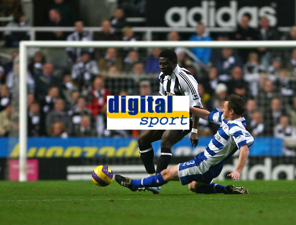 Photo: Andrew Unwin.<br /> Newcastle United v Reading. The Barclays Premiership. 06/12/2006.<br /> Reading's Nicky Shorey (R) looks to tackle Newcastle's Obafemi Martins (L).