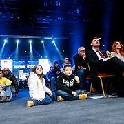 CRO/Zagreb/20130315- K1 WGP Finale Zagreb, kinderen kijken gespannen toe