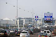 Ring Rotterdam, snelweg A16 richting Den Haag en Utrecht, Zuid Holland.Highway arround Rotterdam, Netherlands