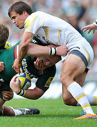 Leicester Tigers prop Dan Cole appears to bite the fingers of Worcester Warriors fly half Ignacio Mieres - Photo mandatory by-line: Patrick Khachfe/JMP - Tel: Mobile: 07966 386802 - 08/09/2013 - SPORT - RUGBY UNION - Welford Road Stadium - Leicester Tigers v Worcester Warriors - Aviva Premiership.