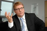 09 JAN 2007, BERLIN/GERMANY:<br /> Ronald Pofalla, CDU Generalsekretaer, waehrend einem Interview, in seinem Buero, CDU Bundesgeschaeftsstelle<br /> IMAGE: 20070109-01-017