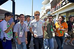 O piloto britânico Janson Button ao desembarcar para o Grande Prémio do Brasil de Fórmula 1, em Interlagos, São Paulo. FOTO: Jefferson Bernardes/Preview.com