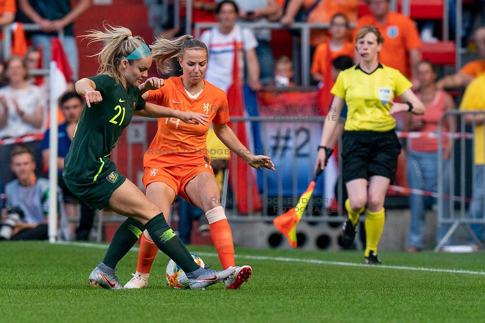 01-06-2019 NED: Netherlands - Australia, Eindhoven<br /> <br /> Friendly match in Philips stadion Eindhoven. Netherlands win 3-0 / Ellie Carpenter #21 of Australia, Jackie Groenen #14 of The Netherlands