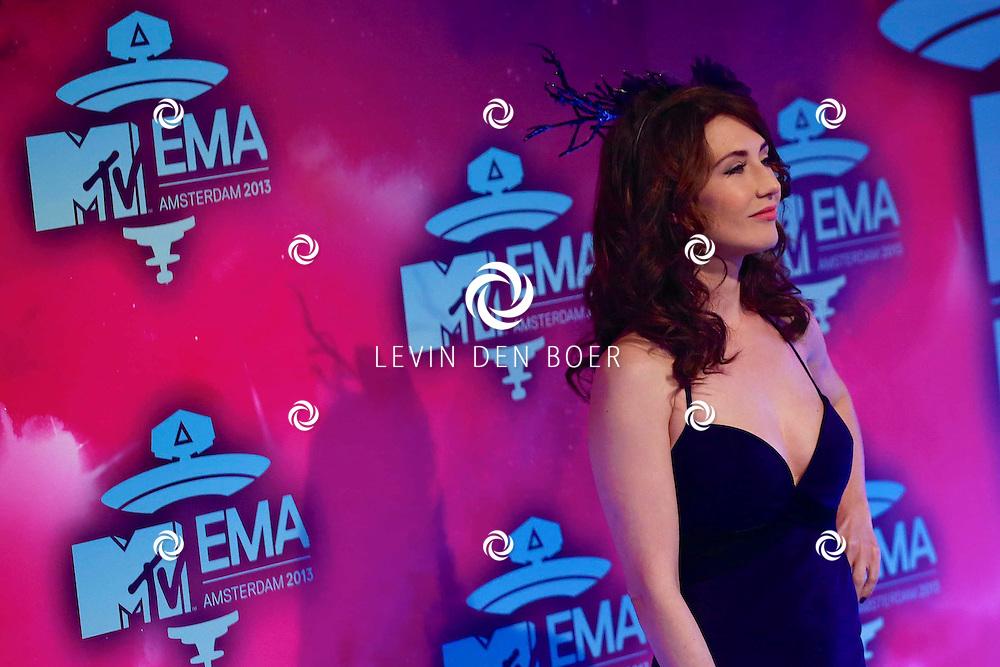 AMSTERDAM - In de studio's van Endemol is de rode loper uitgerold voor de 20ste MTV EMA Awards 2013. Met hier op de rode loper Carice van Houten. FOTO LEVIN DEN BOER - PERSFOTO.NU