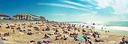 Frankrijk, Sete, 20-9-2018Badgasten liggen op een rustig strand aan de Middellandse zee. Achter de kleine strandjes hotels en appartementen. Bathers lie on the beach on the Mediterranean sea. Behind the beaches small hotels and apartments.Foto: Flip Franssen