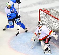 16.12.2011, Albert Schultz Halle, Wien, AUT, European Trophy, HC Plzen 1929 vs Lulea Hockey, im Bild Jan Kovar, (HC Plzen 1929, #43) und David Rautio, (Luela Hockey, #1) , EXPA Pictures © 2011, PhotoCredit: EXPA/ T. Haumer