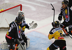 02.02.2016, Albert Schultz Eishalle, Wien, AUT, EBEL, UPC Vienna Capitals vs Dornbirner Eishockey Club, Platzierungsrunde, im Bild James Arniel (Dornbirner EC), David Madlener (Dornbirner EC), Rafael Rotter (UPC Vienna Capitals) und Olivier Magnan (Dornbirner EC) // during the Erste Bank Icehockey League placement round match between UPC Vienna Capitals and Dornbirner Eishockey Club at the Albert Schultz Ice Arena, Vienna, Austria on 2016/02/02. EXPA Pictures © 2016, PhotoCredit: EXPA/ Thomas Haumer