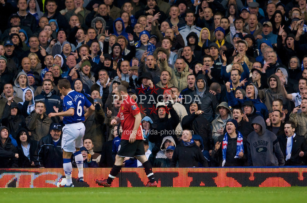 LIVERPOOL, ENGLAND - Saturday, October 25, 2008: Everton supporters welcome back Manchester United's Wayne Rooney with abuse during the Premiership match at Goodison Park. (Photo by David Rawcliffe/Propaganda)