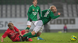 Philip Rejnhold (FC Helsingør) begår frispark mod Mads Aaquist (Viborg FF) under kampen i 1. Division mellem Viborg FF og FC Helsingør den 30. oktober 2020 på Energi Viborg Arena (Foto: Claus Birch).