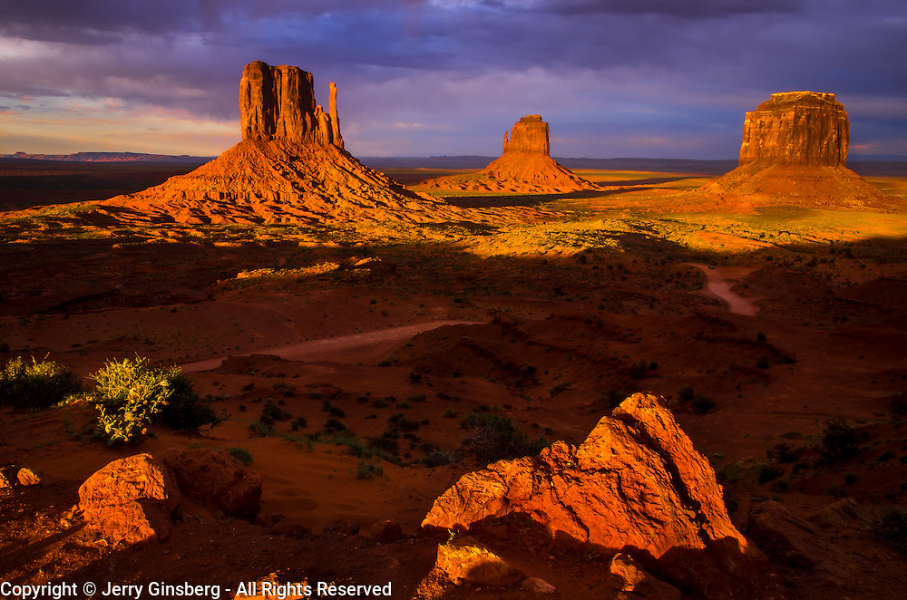 USA, West, Southwest, AZ, UT, Arizona, Utah, Navajo Reservation, Navajo Nation, Monument Valley, Mittens,  The famous red rock Mittens and Merrick Butte in Monument Valley Tribal Park of the Navajo Nation, AZ.