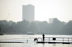 © Licensed to London News Pictures. 15/09/2016. London, UK. A swimmer dives in to the water in Hyde Park in early morning sunshine. Another exceptionally warm Autumn day is expected today in parts of the United Kingdom. Photo credit: Ben Cawthra/LNP