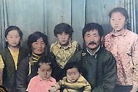 Mongolie. Province de Tov. Photos à l nterieur d une yourte. // Mongolia. Tov province. Family pictures inside the yurt.