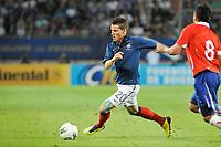 FOOTBALL - FRIENDLY GAME - FRANCE v CHILI - 10/08/2011 - PHOTO SYLVAIN THOMAS / DPPI - KEVIN GAMEIRO (FRA) / ARTURO VIDAL (CHI)