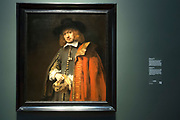 Koning Willem-Alexander opent in het Rijksmuseum Late Rembrandt, de grootste Rembrandt-tentoonstelling in bijna een halve eeuw. In de Philipsvleugel zien bezoekers dan ongeveer veertig schilderijen en zestig tekeningen uit de late periode van de beroemde Hollandse meester. <br /> <br /> King Willem-Alexander opens in the Rijksmuseum Late Rembrandt, the greatest Rembrandt exhibition in nearly half a century. In the Philips Wing see visitors than forty paintings and sixty drawings from the late period of the famous Dutch master.<br /> <br /> Op de foto / On the photo: Portret van Jan Six / the painting Portrait of Jan Six