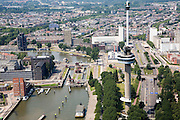 Nederland, Zuid-Holland, Rotterdam, 04-07-2006; Euromast met rechts hiervan ingang Maastunnel; links de Parkhaven met sluizen richting Coolhaven; links van de schutsluis de Jobsweg, begin van havengebied. .Aeriaview on Rotterdam, Euro Tower (Euromast), entrance of the tunnel to the Southern part of the city, on the left side the Port of Rotterdam.. .luchtfoto (toeslag); aerial photo (additional fee required); .foto Siebe Swart / photo Siebe Swart