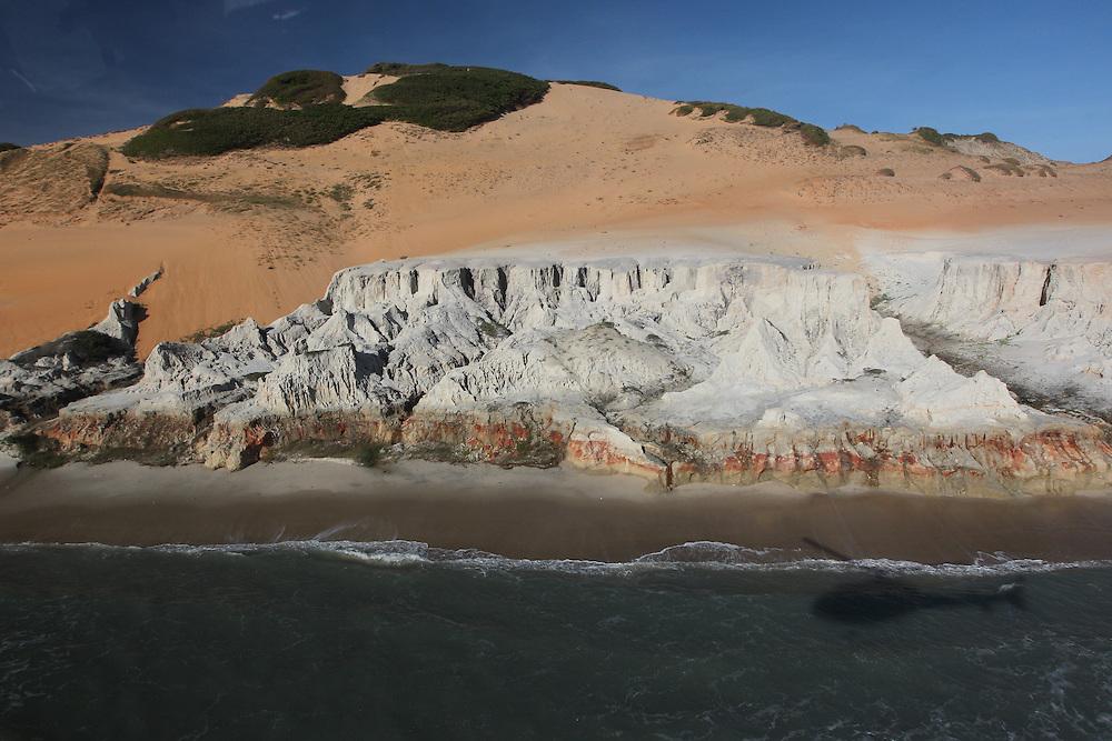 Beberibe_CE, Brasil.<br /> <br /> Praia e falesias de Morro Branco, no Ceara.<br /> <br /> Beach and cliffs of Morro Branco, Ceara.<br /> <br /> Foto: JOAO MARCOS ROSA / NITRO