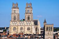 France, Region Centre-Val de Loire, Loiret (45), Orléans, la ville et la cathédrale Sainte-Croix et le Beffroi // France, Loiret, Orleans, cityscape and Sainte-Croix cathedral