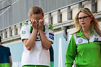 BILDET INNGÅR IKKE I FASTAVTALER. ALL NEDLASTING BLIR FAKTURERT.<br /> <br /> Fotball<br /> Tyskland<br /> 03.04.2016<br /> Foto: imago/Digitalsport<br /> NORWAY ONLY<br /> <br /> Fußball, DFB-Pokal Frauen, VfL Wolfsburg - SC Freiburg; Caroline Graham Hansen (Wolfsburg, 26) mit Physio Alina Brexendorf Verletzt,