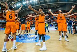 24-11-2017 NED: WC qualification Netherlands - Croatia, Almere<br /> First Round - Group D at the arena Topsportcentrum / Nederland bedankt het publiek