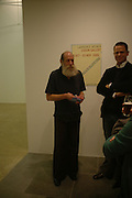LAWRENCE WEINER. Lawrence Weiner and Rodney Graham openings at the Lisson Gallery. Bell st.   18 October 2005. ONE TIME USE ONLY - DO NOT ARCHIVE © Copyright Photograph by Dafydd Jones 66 Stockwell Park Rd. London SW9 0DA Tel 020 7733 0108 www.dafjones.com