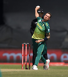 Cape Town-181006-South African fast bowler Dale Steyn bowls against  Zimbabwean in the 3rd ODI match at Boland Park cricket stadium. .Photographer:Phando Jikelo/African News Agency(ANA)