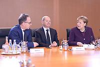 29 JAN 2020, BERLIN/GERMANY:<br /> Heiko Maas, SPD, Bundesaussenminister, Olaf Scholz, SPD, Bundesfinanzminister, Angela Merkel, CDU, Bundeskanzlerin, (v.L.n.R.), im Gespraech, vor Beginn der Kabinettsitzung, Bundeskanzleramt<br /> IMAGE: 20200129-01-020<br /> KEYWORDS: Kabinett, Sitzung, Gespräch