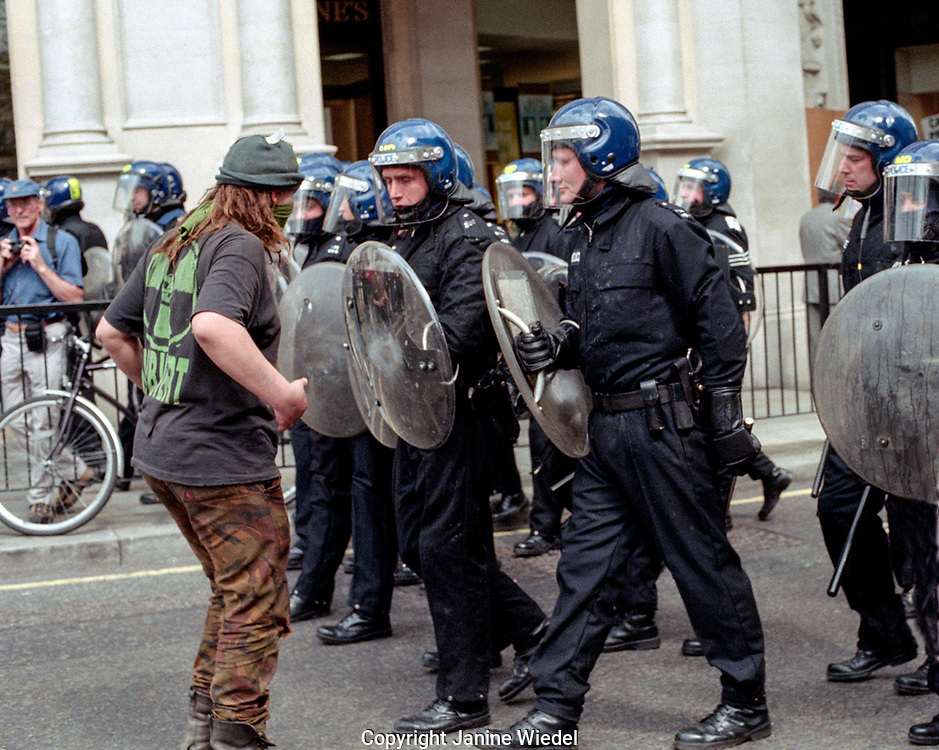Riot police called into Trafalgar Square during mayday 2000 protest which disintegrated into rioting. Mayday 2000