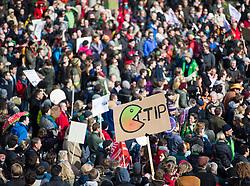 """18.04.2015, Innere Stadt, Wien, AUT, Globaler Aktionstag unter dem Motto """"Mensch und Umwelt vor Profit"""" gegen das Freihandelsabkommen zwischen USA und EU namens TTIP, im Bild Demonstranten vor dem Parlament // Demonstrators in front of the austrian parliament during international protest against TTIP trade deal at inner city of Vienna, Austria on 2015/04/18, EXPA Pictures © 2015, PhotoCredit: EXPA/ Michael Gruber"""