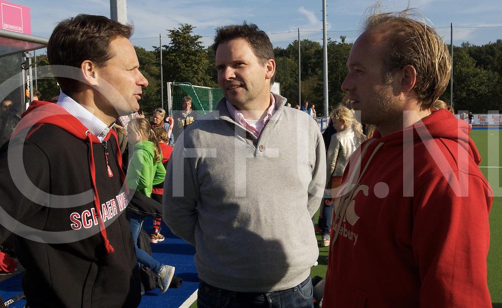 ZEIST - hoofdklasse Schaerweijde v Pinoke mannen.<br /> Foto: Schaerweijde coach Bart Looije (M) met links assistent Stephan Veen<br /> FFU PRESS AGENCY COPYRIGHT FRANK UIJLENBROEK
