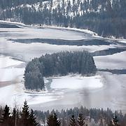 Noorwegen Fagernes 28 december 2008 20081228 Foto: David Rozing .Winterlandschap dennebomen water en ijs.Wintertime, landscape trees river and ice..Foto: David Rozing