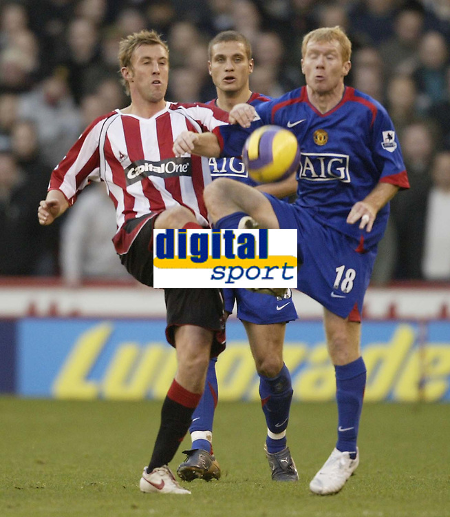 Photo: Aidan Ellis.<br /> Sheffield United v Manchester United. The Barclays Premiership. 18/11/2006.<br /> Sheffield's Rob Hulse challenges Manchester's Paul Scholes (R)