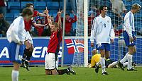 Fotball 22. mai 2003 - Tore Andrè Flo jubler etter å ha scoret 2-0 målet i  privatlandskampen mellom Norge og Finland på Ullevål torsdag kveld. <br /> <br /> Foto: Digitalsport