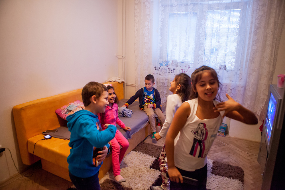 Aneta, Justin, Richard, Nikola and Anastazie playing and having fun during a meeting with volunteers and mothers with their children for consultation and data collection regarding school enrolments in Ostrava. The meeting was in a volunteers flat.
