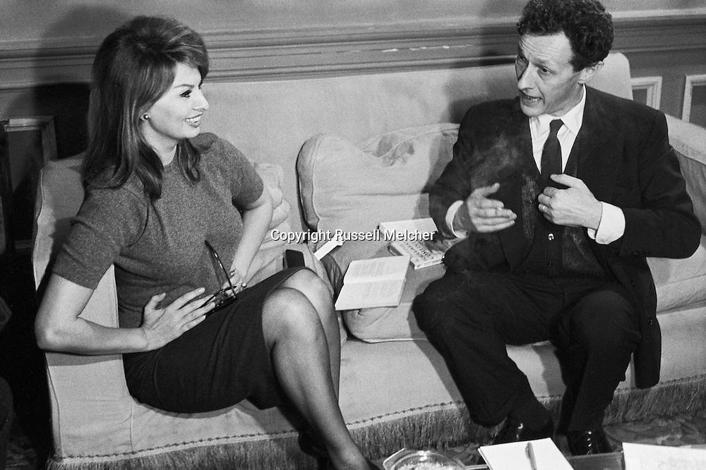 Sophia Loren and Jean Louis Barrault in deep conversation.<br /> <br /> Sophia Loren et Jean Louis Barrault dans une longue conversation .