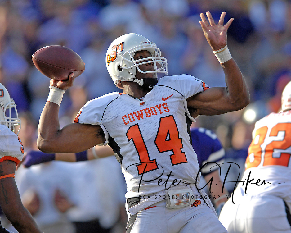 Oklahoma State quarterback gets ready to throw down field late in the fourth quarter against Kansas State at Bill Snyder Family Stadium in Manhattan, Kansas, October 7, 2006.  The Wildcats beat the Cowboys 31-27.<br />