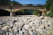 Drought and dried up riverbed of the Rio Saja, Saja River, at Barcenillas in Valle de Cabuerniga, Cantabria, Spain RESERVED USE