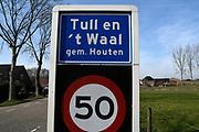 Tull en 't Waal is klein dorp in provincie Utrecht. Het dorp is gelegen aan de rivier de Lek.