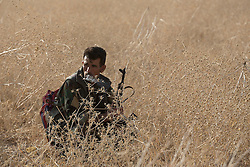 20/10/2016. Bashiqa, Iraq. A peshmerga fighter  takes a cigarette break in a dry field as Kurdish forces launch an offensive to retake the Bashiqa area from Islamic State militants today (20/10/2016).<br /> <br /> Launched in the early hours of today with support from coalition special forces and air strikes, the attack is part of the larger operation to retake Mosul from the Islamic State, and involves both the Kurds and the Iraqi Army. The city of Bashiqa, around 9 miles north of Mosul, is one of several gateway areas that must be taken before any attempted offensive on Mosul itself.<br /> <br /> Despite the peshmerga suffering several casualties after militants fought back using mortars, heavy machine guns and snipers, the Kurdish forces were quickly taking ground with Haider al-Abadi, the Iraqi prime minister, stating that the operation to retake Mosul was progressing faster than expected. Photo credit: Matt Cetti-Roberts/LNP